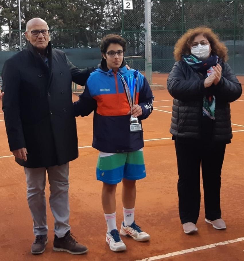 """Tennis: uno spettacolare Paolo Laviola vince il """"Memorial Donato Agostiano"""""""