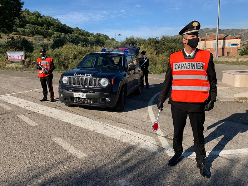 Positivo al Covid, esce di casa: denunciato dai Carabinieri