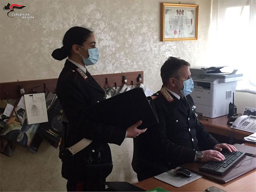 Attiva l'assicurazione online, ma era una truffa. I Carabinieri denunciano 23enne napoletana