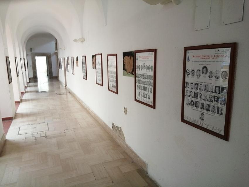 Rimesse in esposizione nell'ingresso municipale le storiche foto di sindaci e consiglieri comunali dal 1946 ad oggi