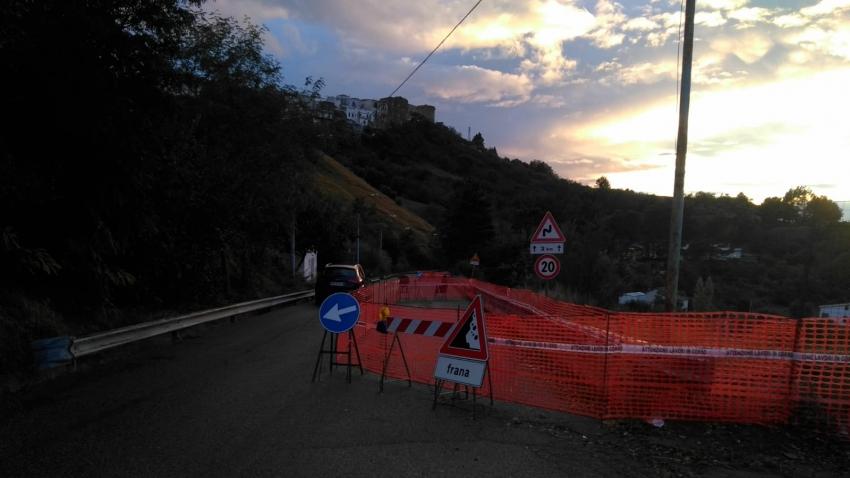 Frana in zona ex mattatoio: chiusa la Pisticci - Pozzitello. Verri precisa: i residenti in zona potranno transitare