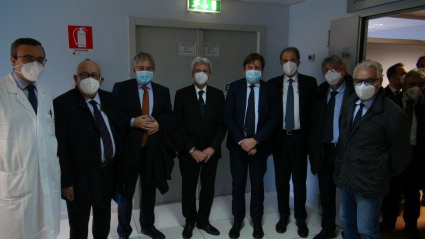 Il vice ministro Sileri in visita al Crob di Rionero: 'Dati migliorati, di questo passo la Basilicata può tornare zona gialla'