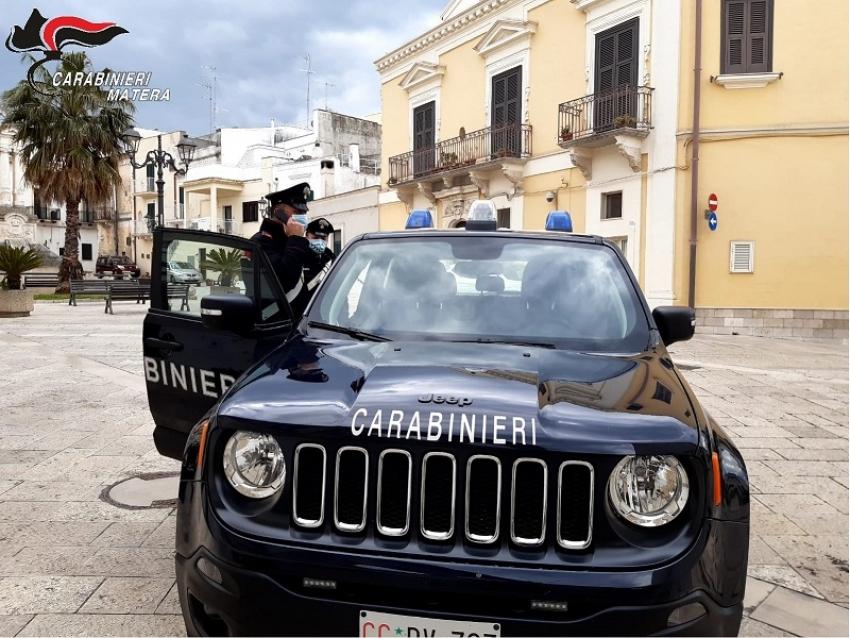 Ragazza bloccata in casa dal suo pusher che chiedeva prestazioni sessuali. Liberata dai carabinieri