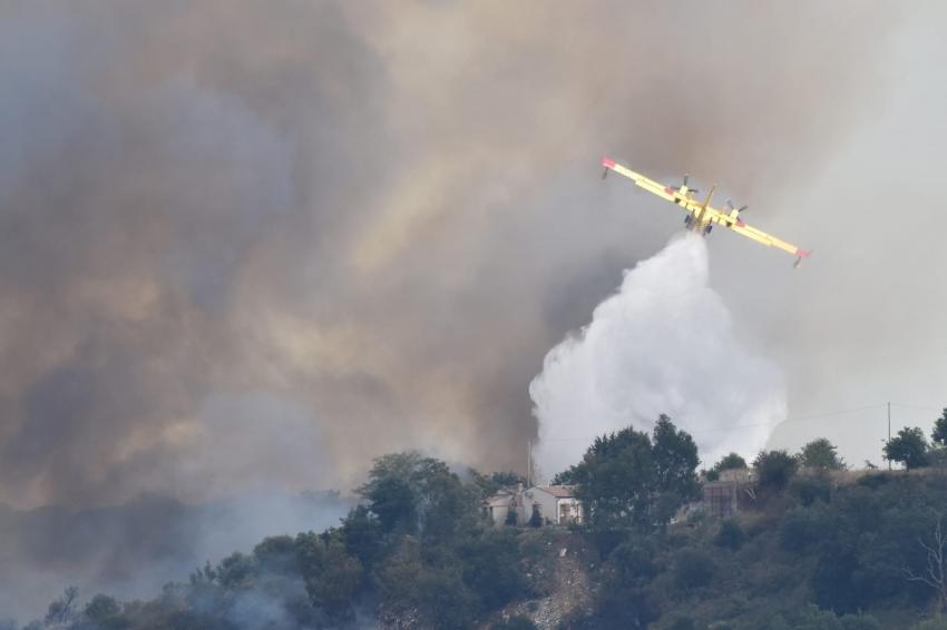 Incendio a Pisticci. Fiamme riprese, evacuate abitazioni nell'agro
