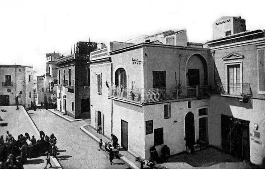 La nostra storia: quando la sirena di piazza Umberto I° scandiva le giornate dei pisticcesi