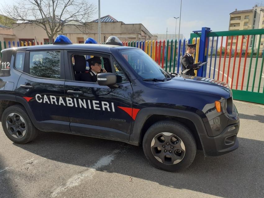 Tenta di estorcere denaro ai genitori: i Carabinieri arrestano 44enne