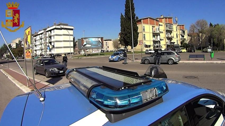 Controlli della Polizia: sanzionati 2 esercizi commerciali ed un avventore che è stato anche denunciato per oltraggio
