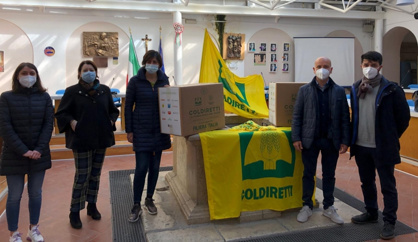 Pisticci, la Coldiretti consegna mega pacchi alimentari da distribuire ai bisognosi