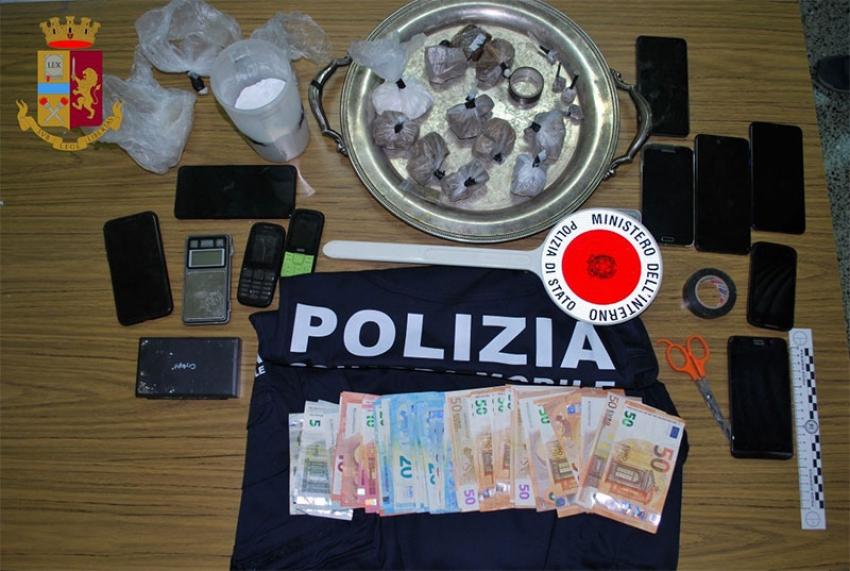 Polizia di Stato arresta due giovani che spacciavano droga in casa e sequestra oltre 500 gr di stupefacenti