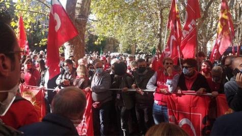 Manifestazione antifascista a Roma: dalla Basilicata 15 pullman della Cgil